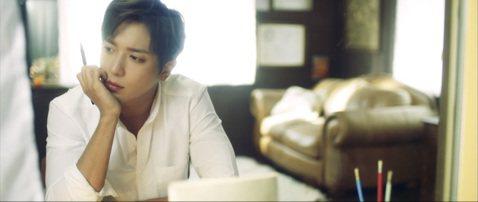 南韓人氣樂團CNBLUE隊長鄭容和在日本發行第2張SOLO專輯「Summer Calling」,這是他繼2015年在日本發行「美好的一天」,2年5個月過去,重返日本歌壇。南韓「亞洲經濟」報導,「Su...