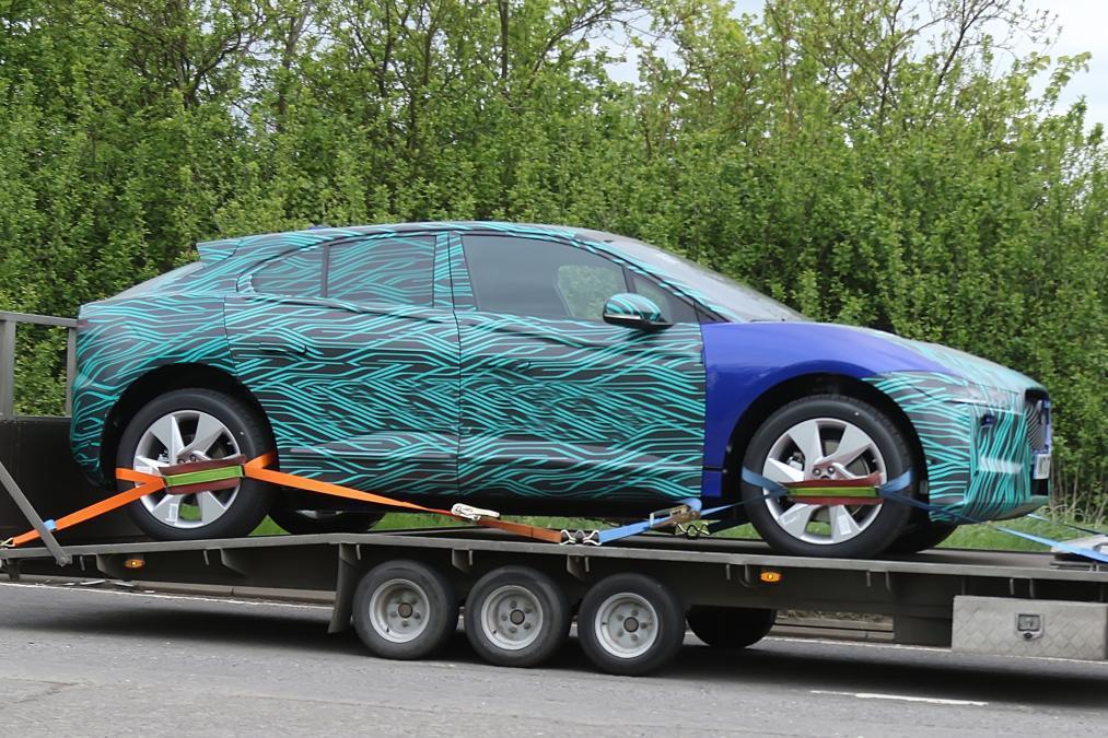 Jaguar I-Pace外觀部分也與概念版本相似。 摘自Auto Express