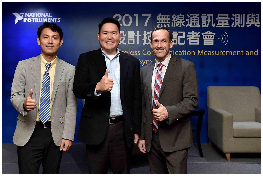 NI RF產品市場總監Jason White(左起)、資深產品行銷經理Dr.Do...