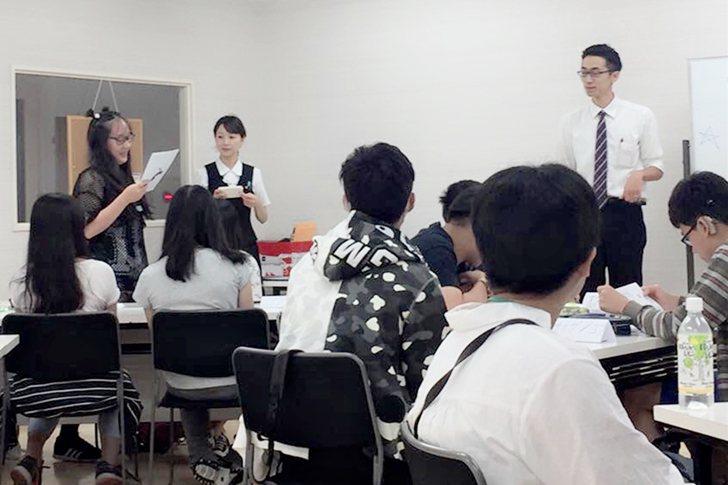 日本語學習課程,老師在課堂間訓練同學口說能力與台風。 泰北高中/提供