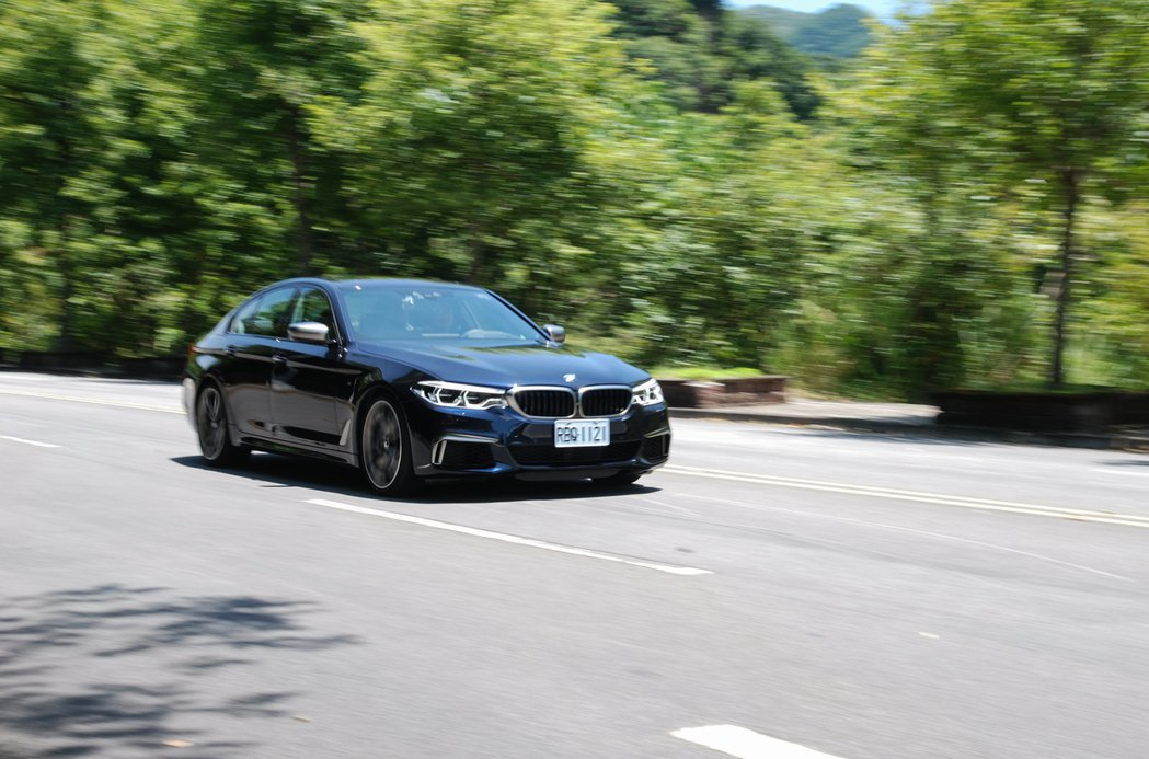 BMW M550i xDrive完美地融合動感與豪華。 記者林鼎智/攝影