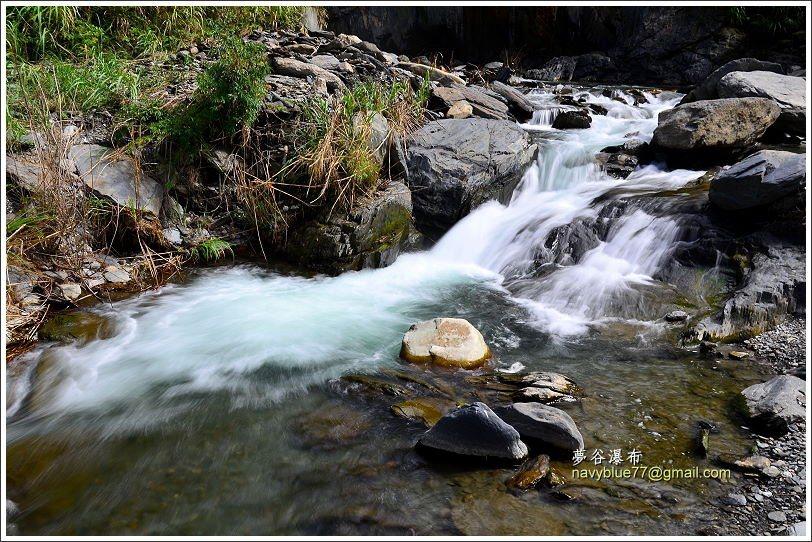 布魯七月中旬時前往,水量適中,溪邊有些泡腳處,但水較急的地方,建議不要靠近。