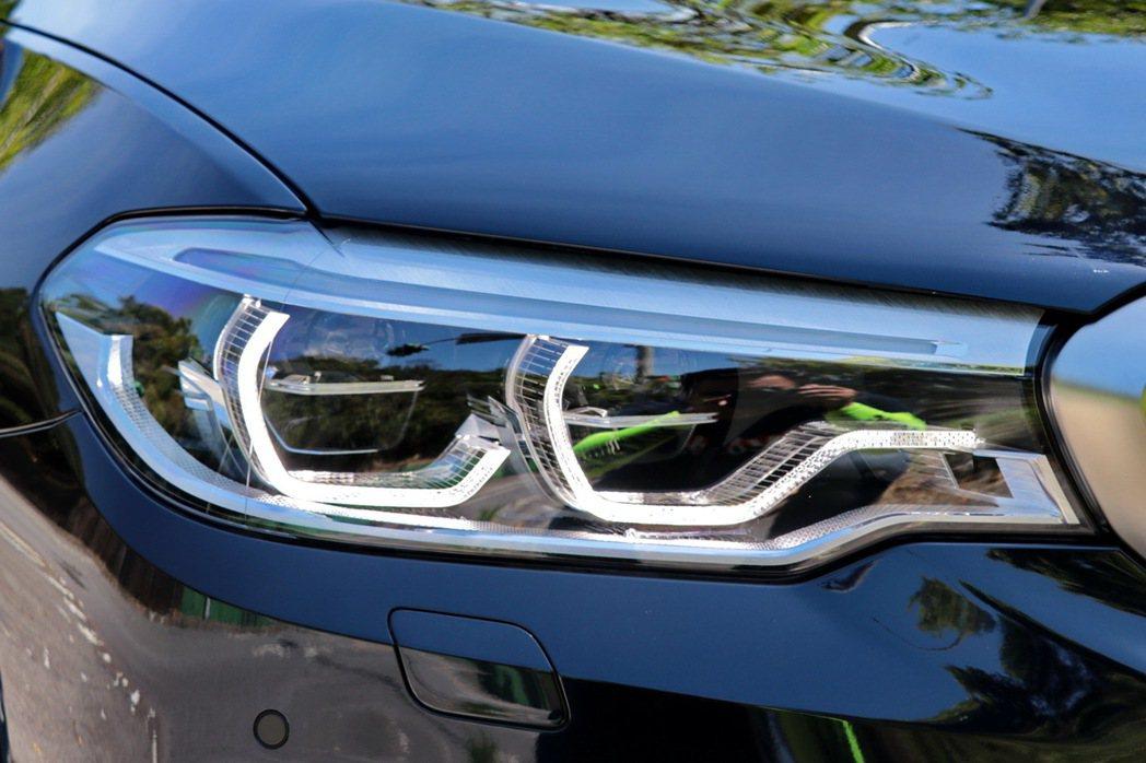 M550i xDrive配備進階LED主動式轉向頭燈。 記者陳威任/攝影
