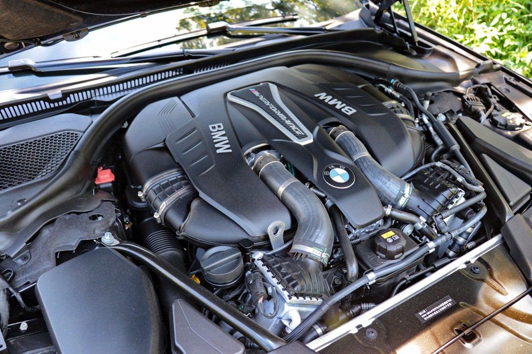 全新BMW M550i xDrive採用4.4升BMW M Performance TwinPower Turbo V型八缸汽油引擎。 記者陳威任/攝影