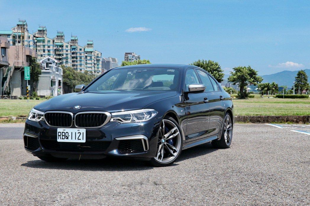 BMW M550i xDrive。 記者陳威任/攝影