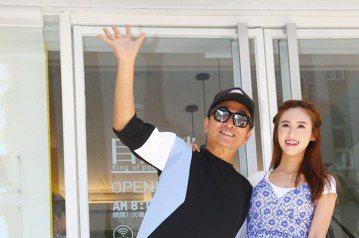 跨足餐飲,吳宗憲和吳姍儒第二家店上午在台北市大安路開幕,並送給民眾店內販售餐飲,許多藝人出席道賀。
