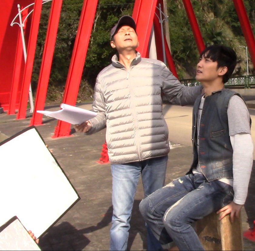 導演陳俊任(左)過世,經紀公司將負擔他所有的喪葬費用。圖/昇華娛樂提供
