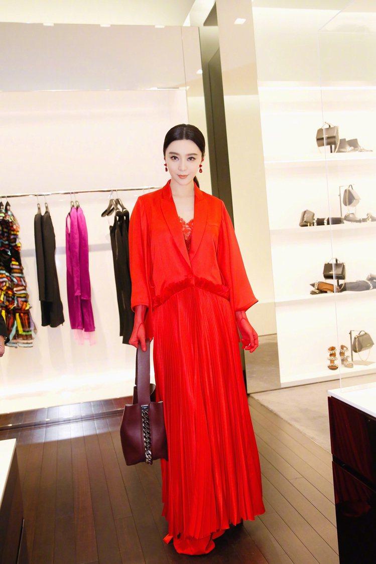 范冰冰出席GIVENCHY品牌活動時,身穿秋冬長洋裝。圖/sohu提供