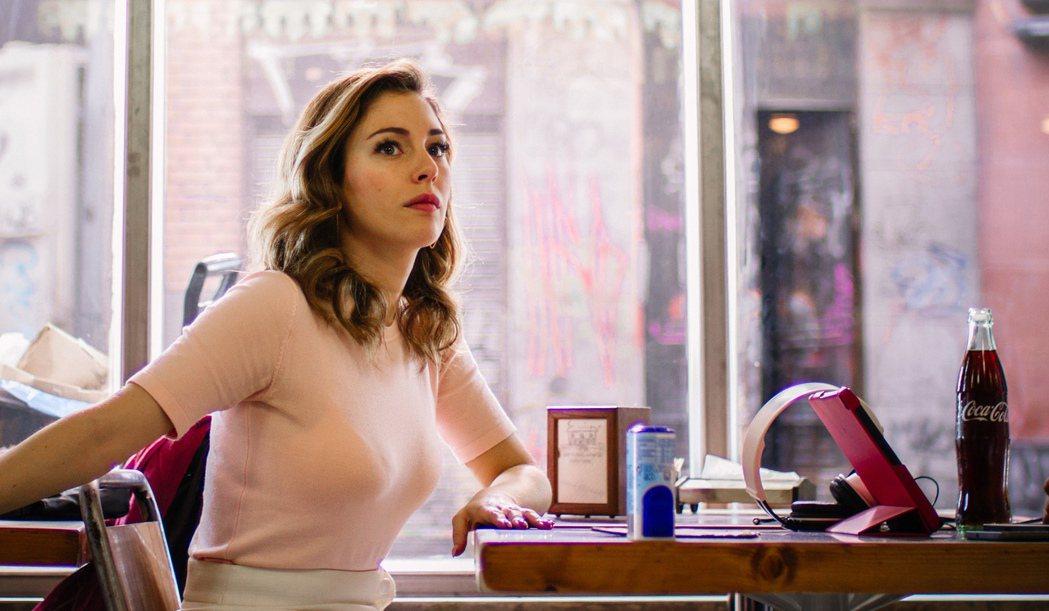 號稱西班牙「第一美胸」28歲性感女星布蘭卡蘇拉茲,在黑色喜劇新片「抓狂酒吧」中犧