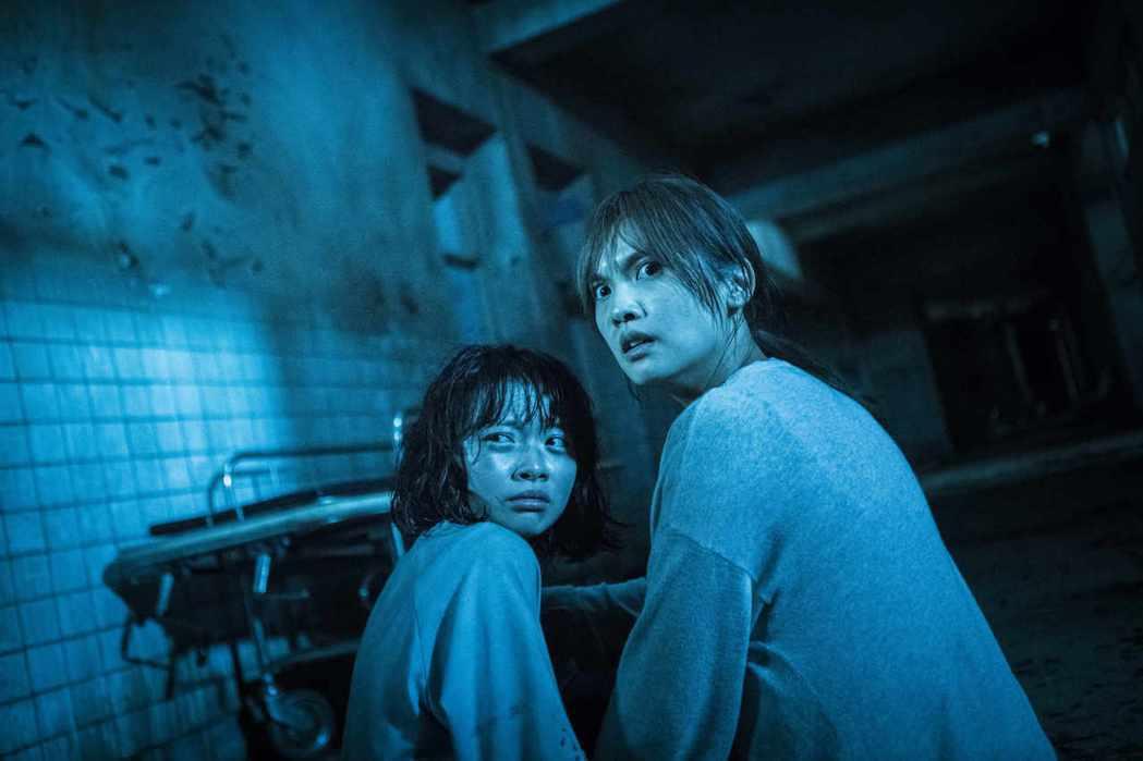 當紅女星楊丞琳在純正台灣本土恐怖片「紅衣小女孩2」當中,挑戰演出擁有15歲女兒的