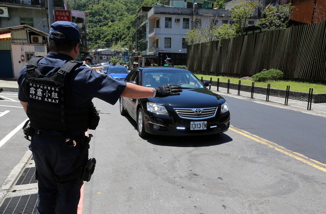 為了搜捕趙準基,警方在烏來沿路設攔檢點,逐一攔檢過往車輛,連行李箱都要求車主打開...