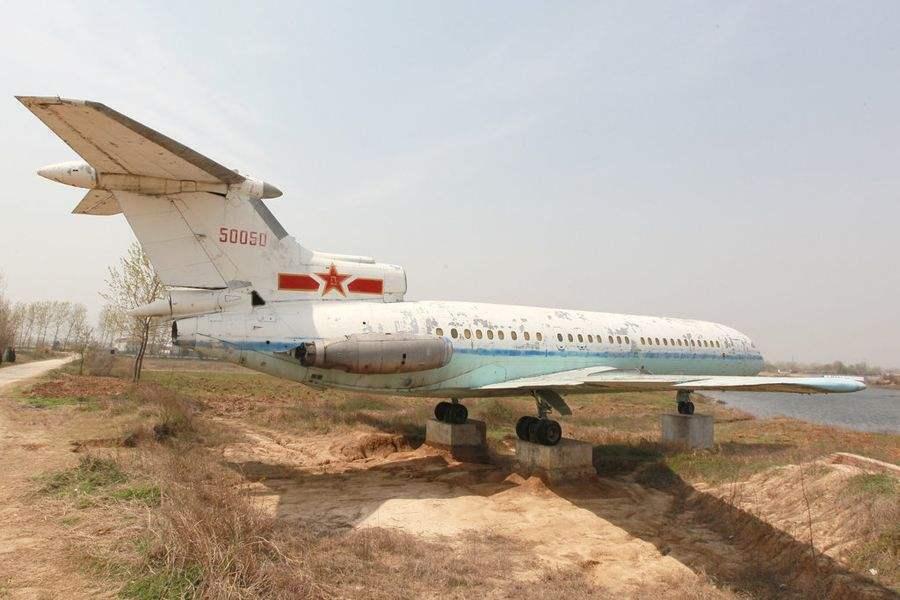 在田野荒廢7年的「50050」號三叉戟客機。 圖/摘自網易