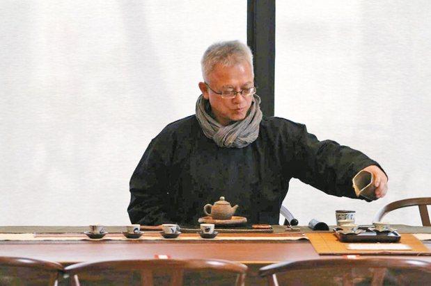 吳森基深諳茶道。 圖/吳森基提供