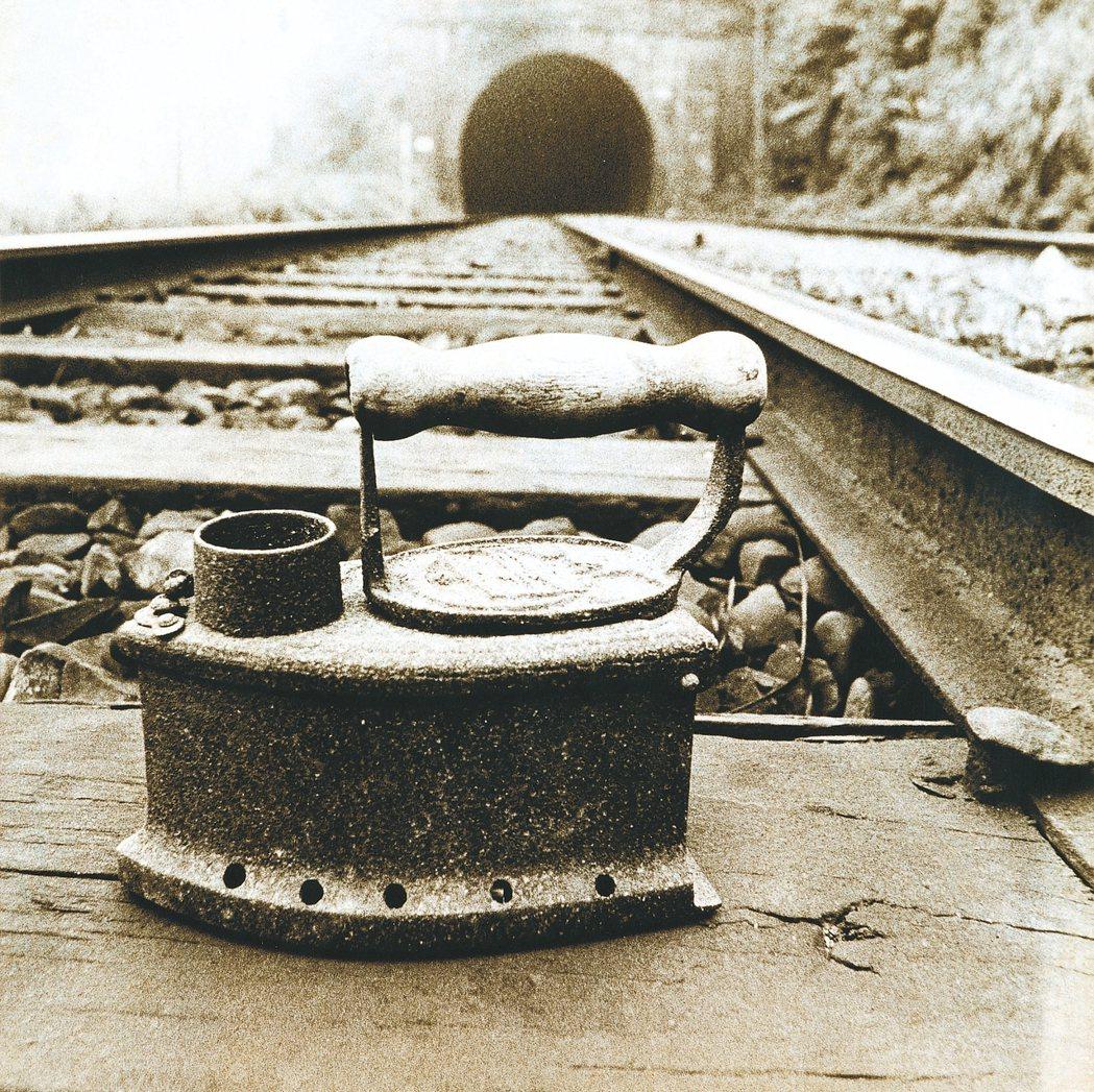 郭英聲作品「熨斗」。展覽詳情 www.tfam.museum 圖/北美館提供