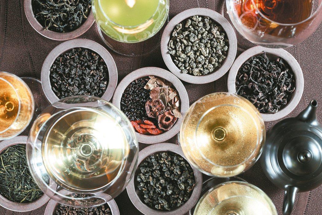 祥雲龍吟使用多款茶品佐餐,各有不同特色。 圖/陳正興、陳瑞源、林伯東攝影
