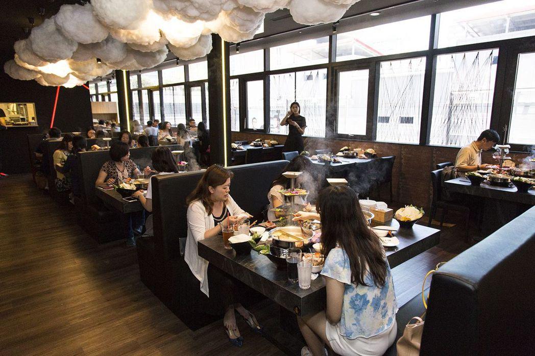 捌圓堂Att4Fun店的用餐環境高雅自在。