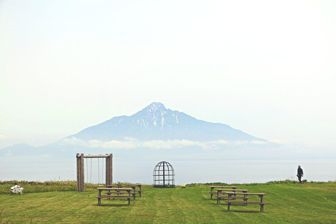 在北之金絲雀公園可遠眺利尻岳。