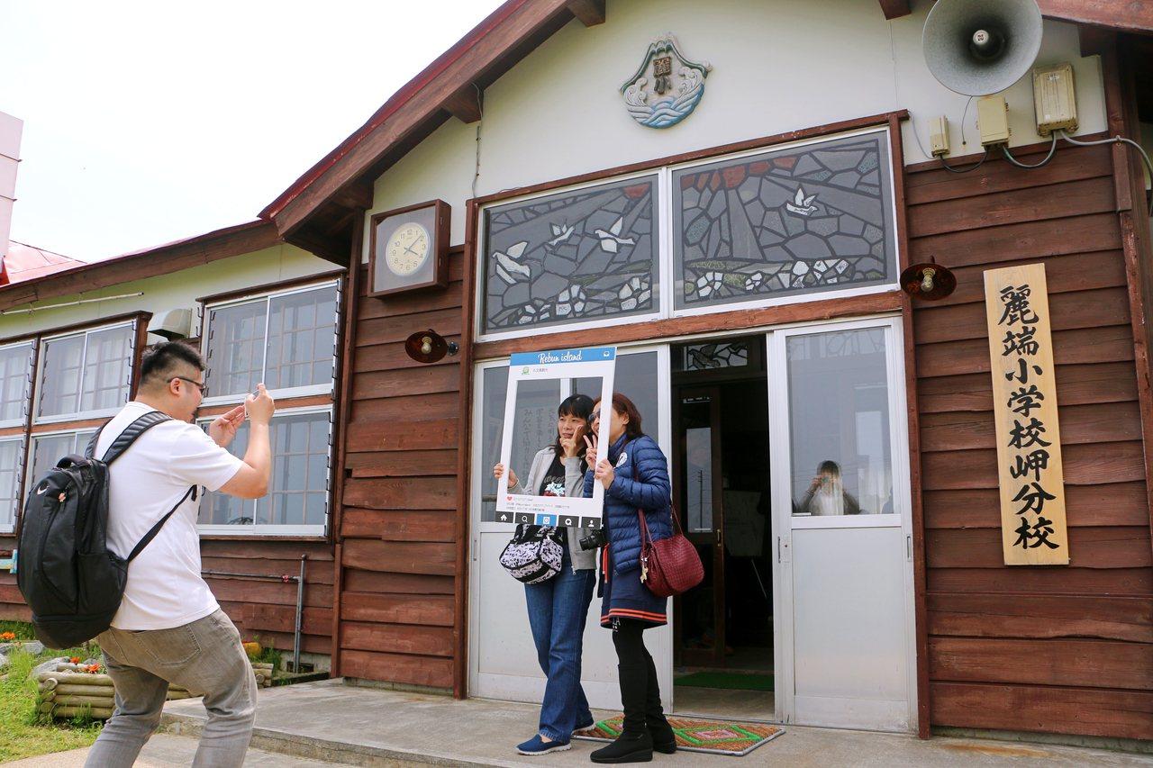 麗端小學因電影拍攝完成後經規畫開放參觀,變身人氣拍照景點。