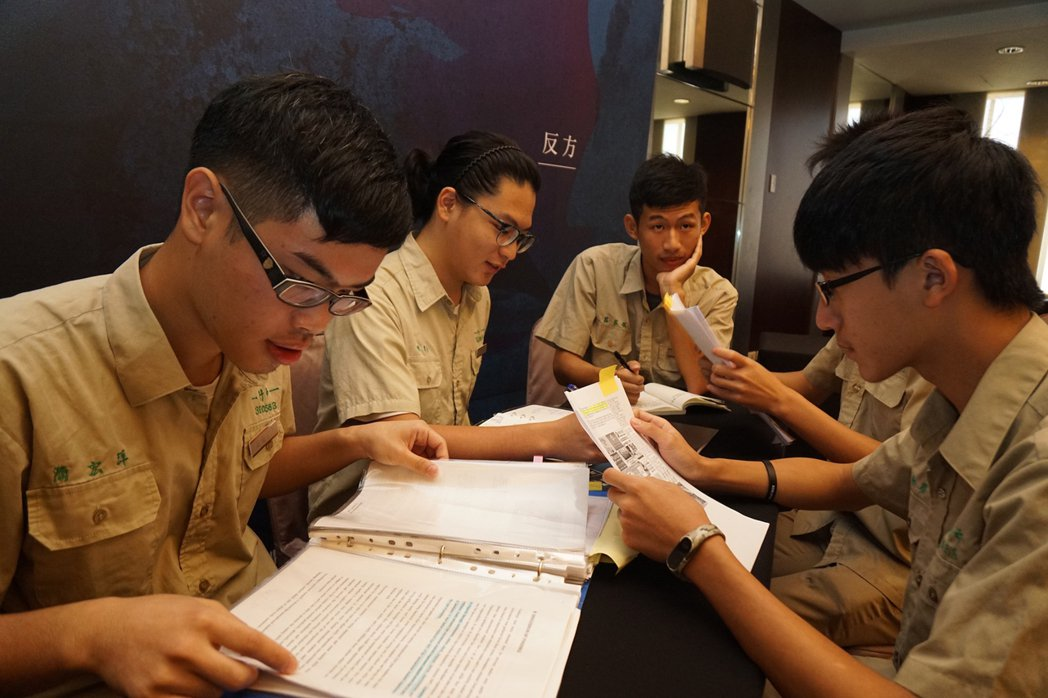 亞洲盃高中華語辯論錦標賽6日在新竹市國賓飯店熱鬧展開,來自亞洲6區、36校隊伍齊...