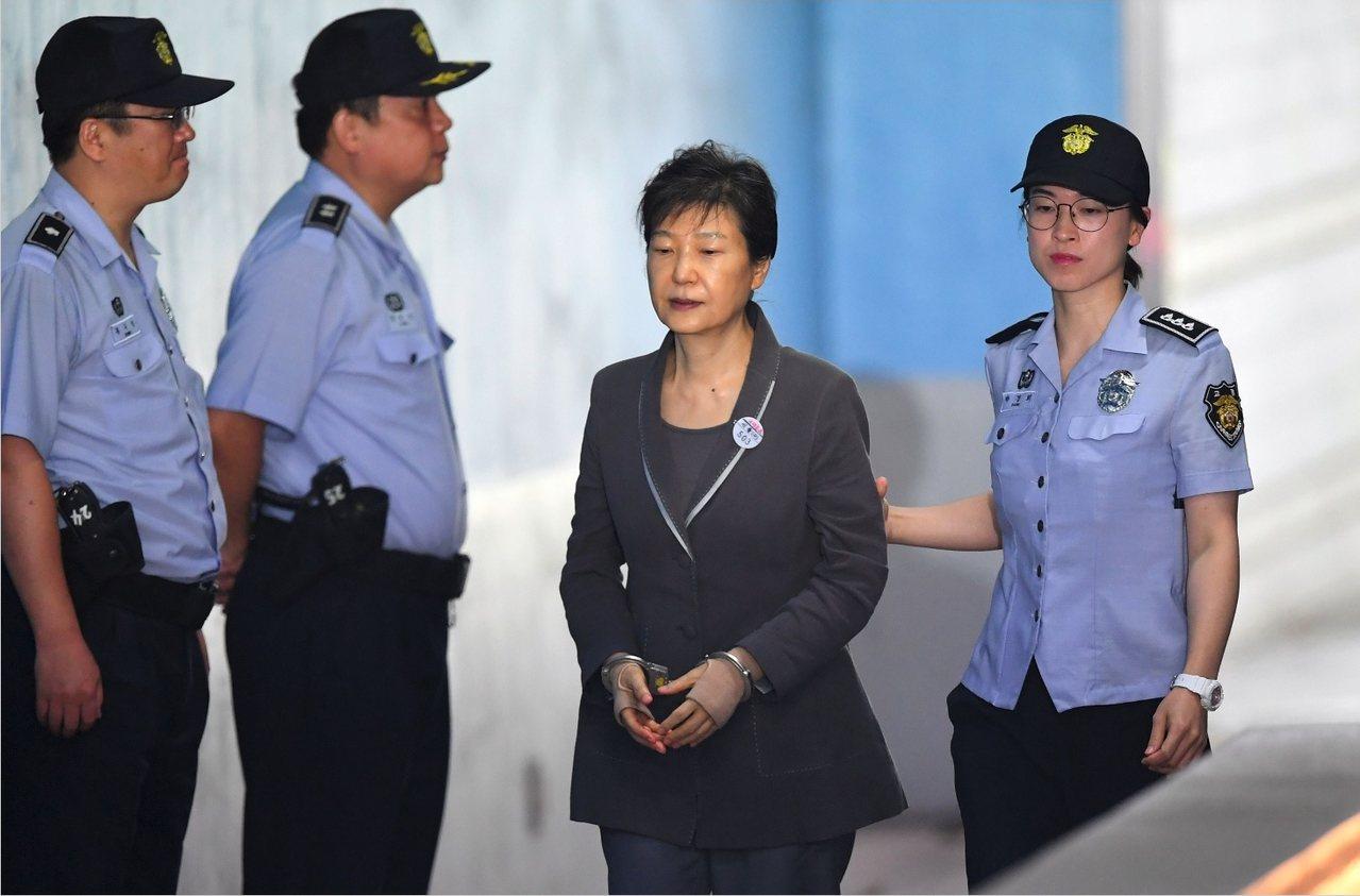 8月25日南韓法院將就三星干政案做出一審宣判,判決的結果,也將直接影響朴槿惠的命...