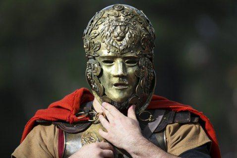 在羅馬打扮成角鬥士,難道錯了嗎? 圖/路透社
