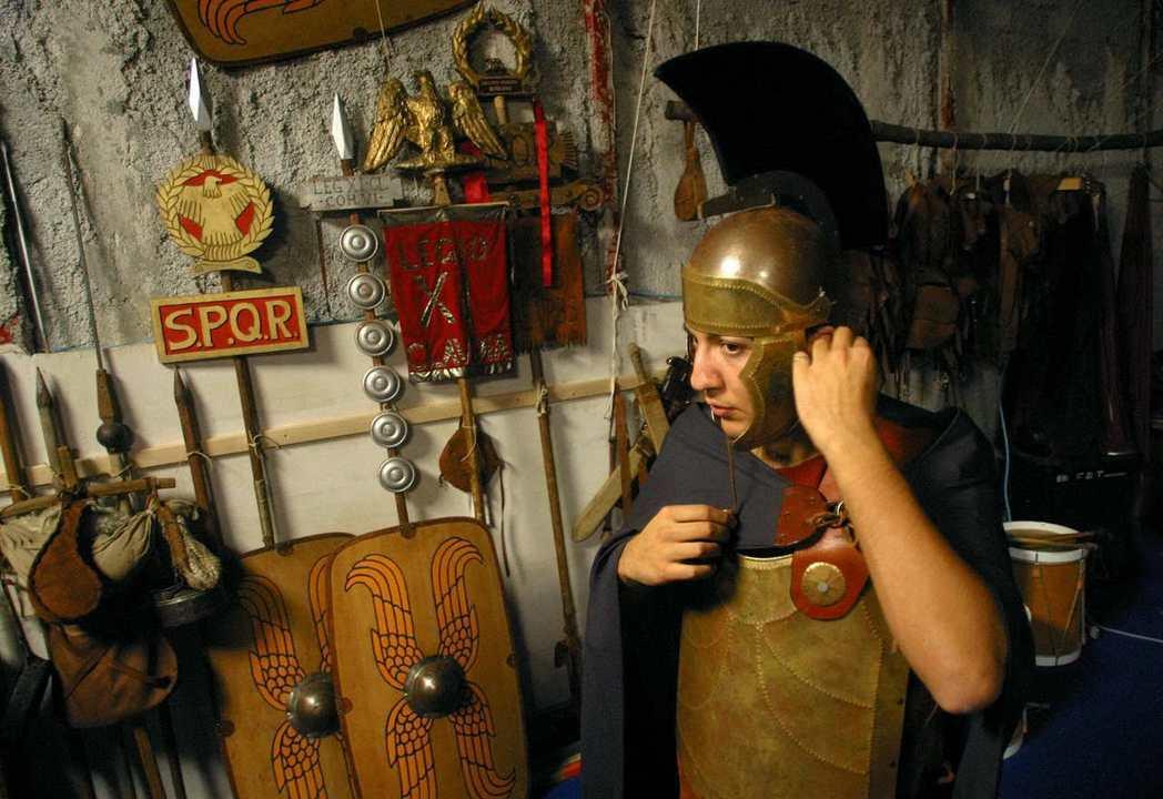 從文化面的角度解讀新禁令的意涵,例如角鬥士的穿著打扮,其實還有許多值得檢討的地方...