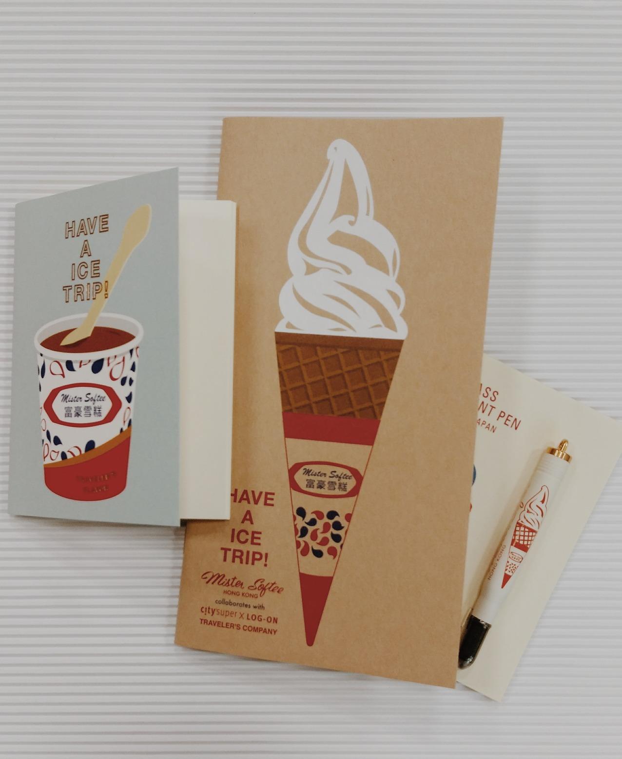軟雪糕和蓮花杯為封面的筆記本各240元、300元,以及黃銅系列原子筆。