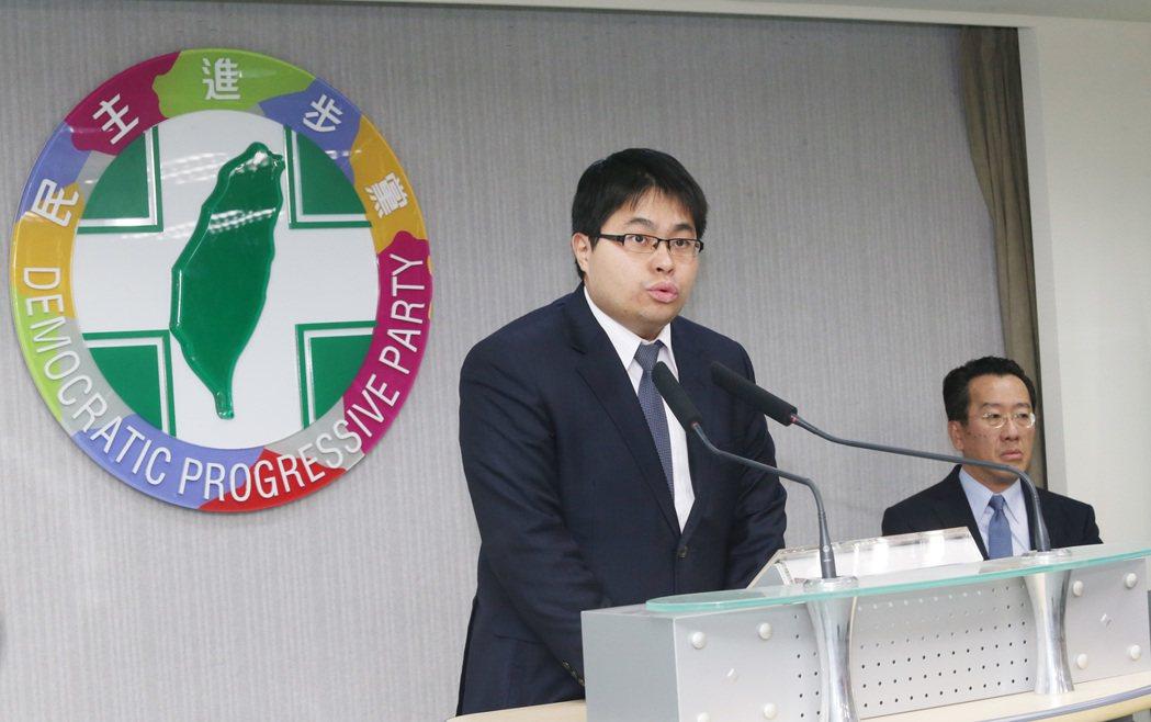 民進黨前發言人黃帝穎(左)。本報資料照片