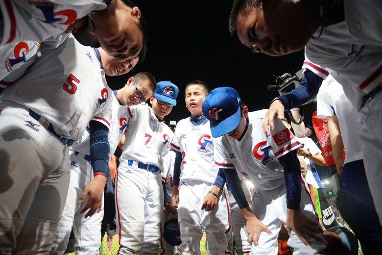 U12世界盃棒球賽事甫落幕,與前兩屆賽果相同,台灣的小朋友拿到了第二名,依舊流著...