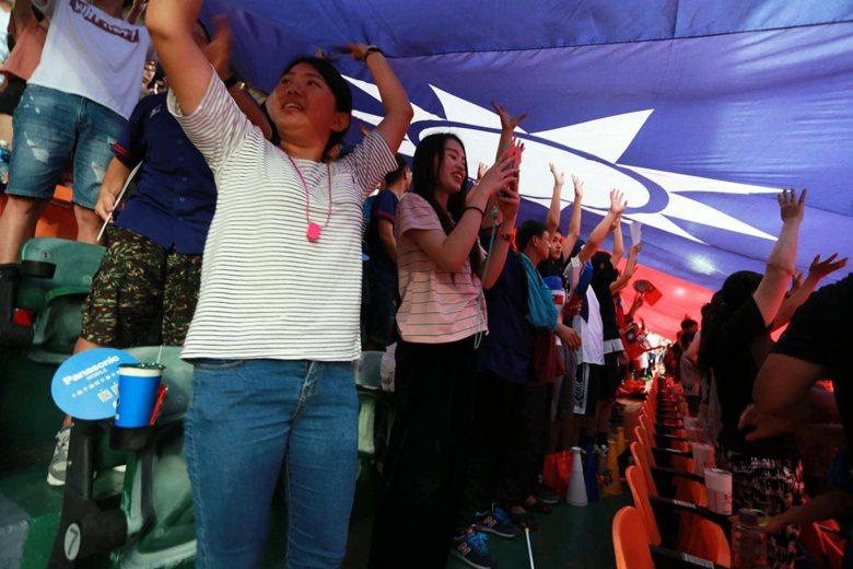 台灣人在1969年初識威廉波特,對於棒球的第一印象卻與旗海飄揚的國族主義脫離不了...