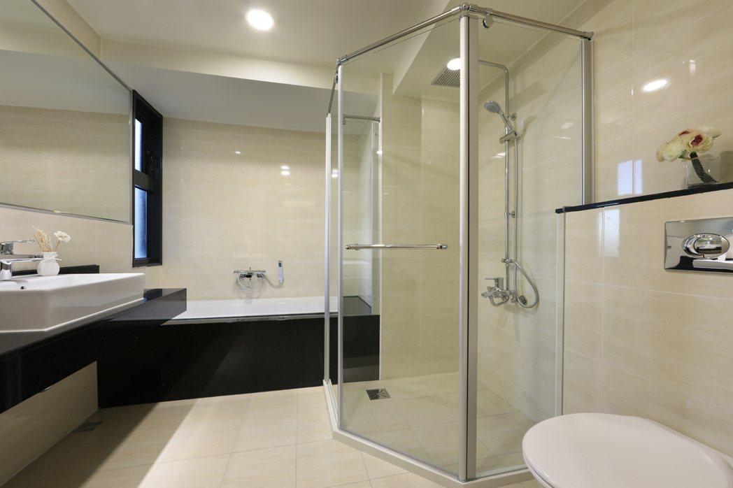 主臥衛浴配備V&B馬桶、面盆及Grohe龍頭。 圖片提供/福懋建設