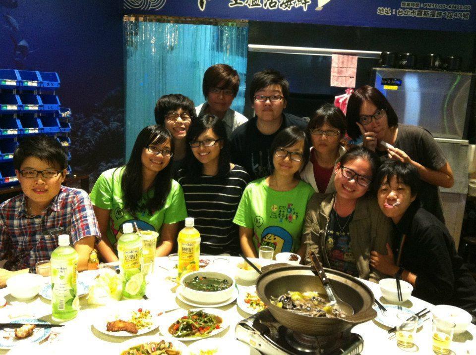2012藝穗節,傳說中的藝穗節場地經理悶鍋大會。 圖/劉又菱提供