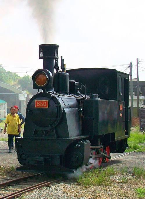 89歲的台糖五分車650號蒸汽老火車頭,由日本鐵道迷伊藤一己捐贈運回台,嘉義縣政...