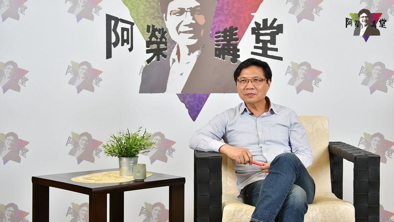 葉俊榮在網路開設阿榮講堂,第一砲講解租屋問題。記者黃國樑╱翻攝