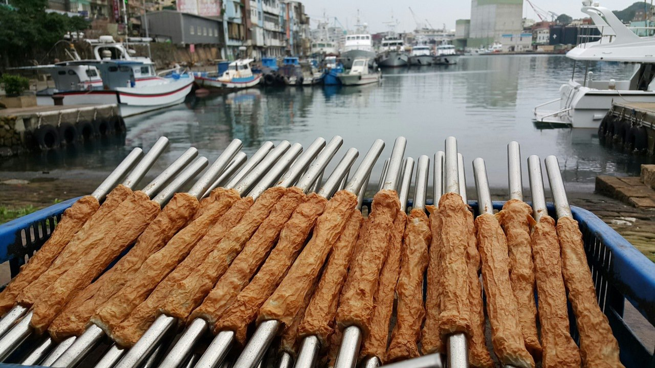 吉古拉已成為正濱漁港的風景之一。記者吳淑君/攝影
