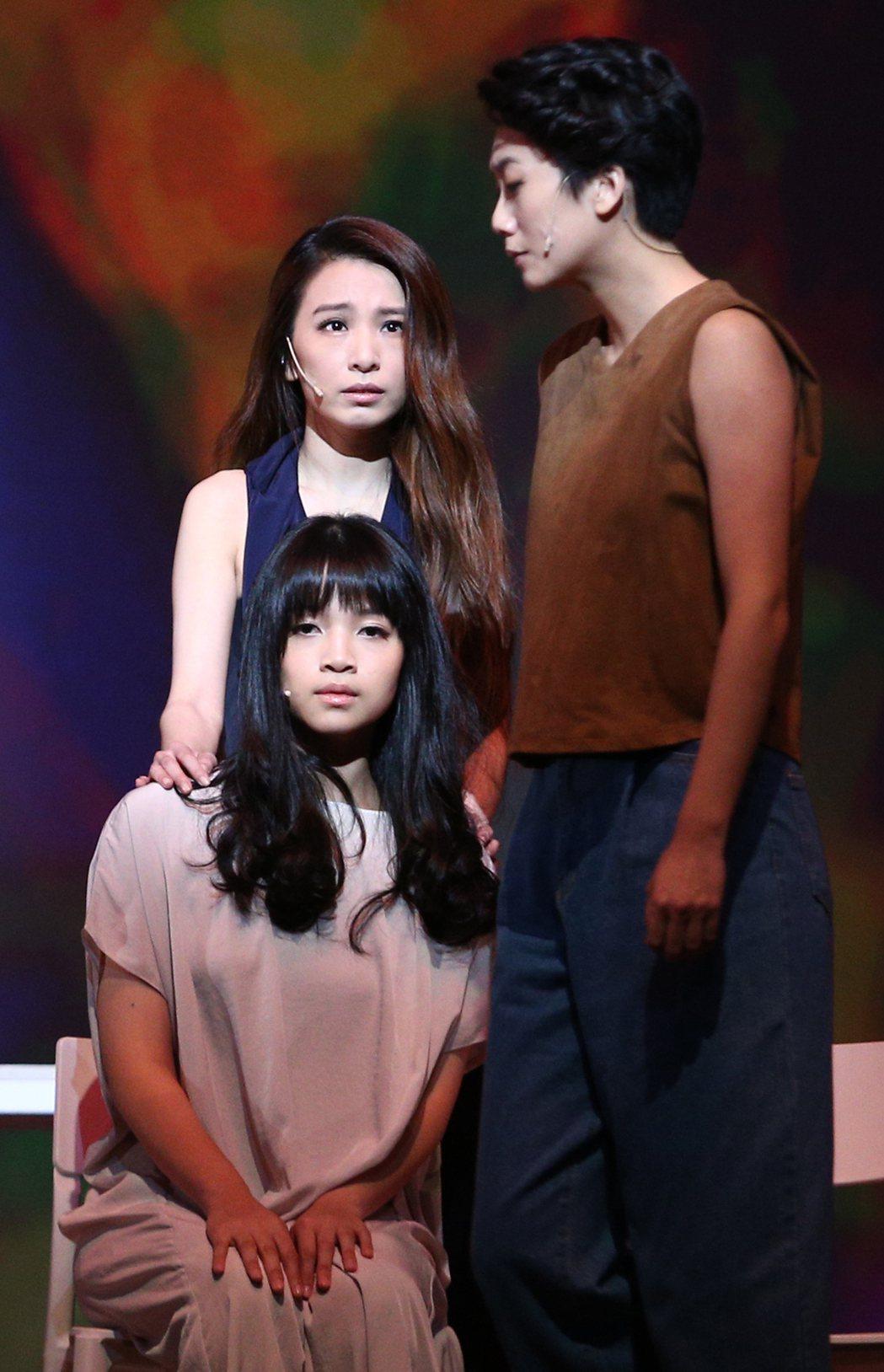 田馥甄(左上)演出「小夜曲」音樂舞台劇在國家戲劇院壓軸登場,田馥甄與「莎士比亞的...