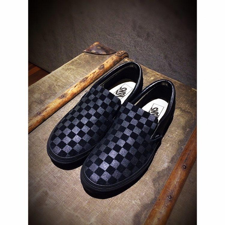 N. Hoolywood與Vans聯名經典黑色棋盤格休閒鞋,約4,280元。圖/...