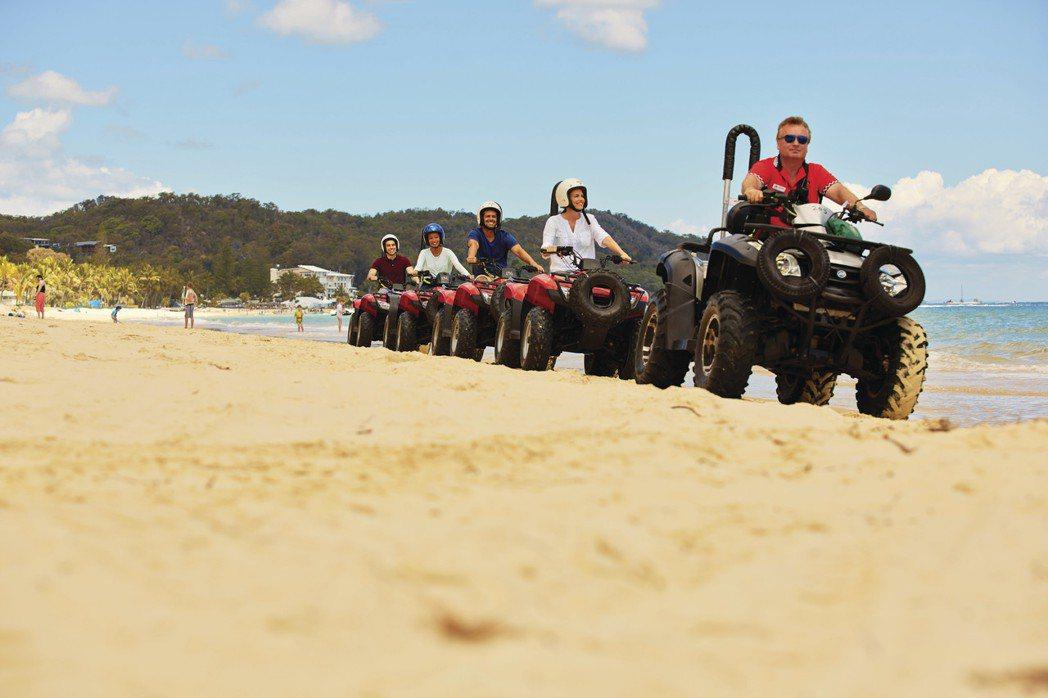 越野車飆沙享受馳騁沙地的快感。圖/昆士蘭旅遊及活動推廣局提供