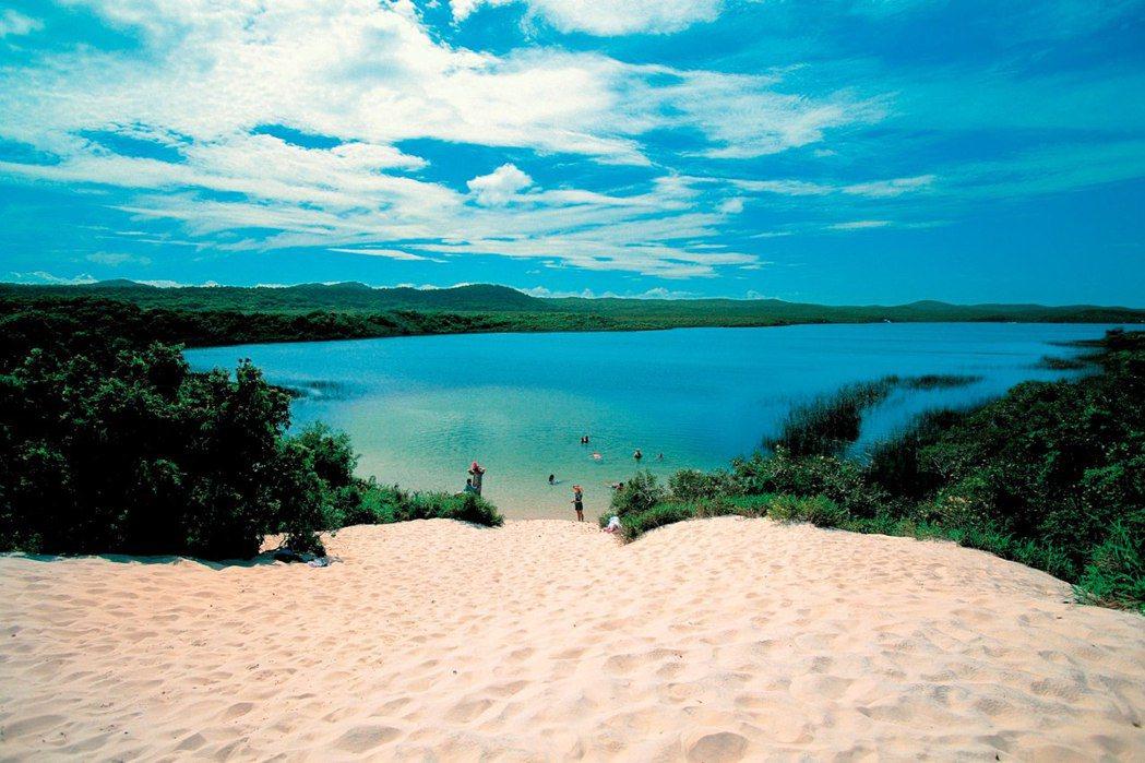 摩頓島擁有原始自然美景。圖/昆士蘭旅遊及活動推廣局提供