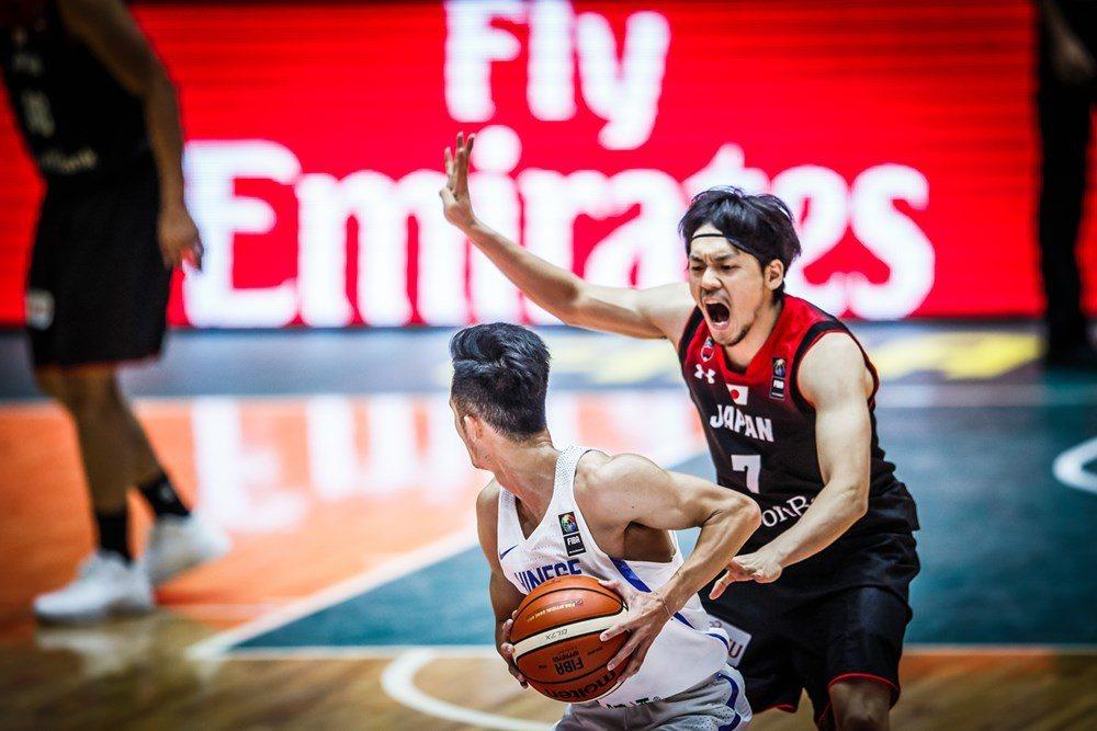 中華隊受到日本隊頑強的防守。圖/取自FIBA官網