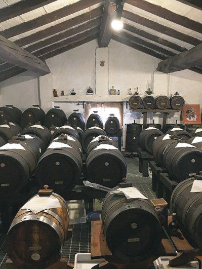 具有傳統義大利酒醋認證的產區有兩個,一個是雷焦愛米利亞(Reggio nell'...