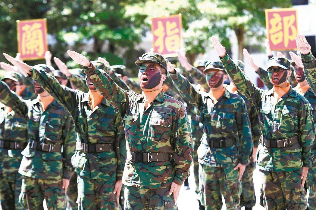 綠營人士透露,軍人年金改革將由國防部、退輔會分工推出「現役、退役」雙軌制。 (聯合)