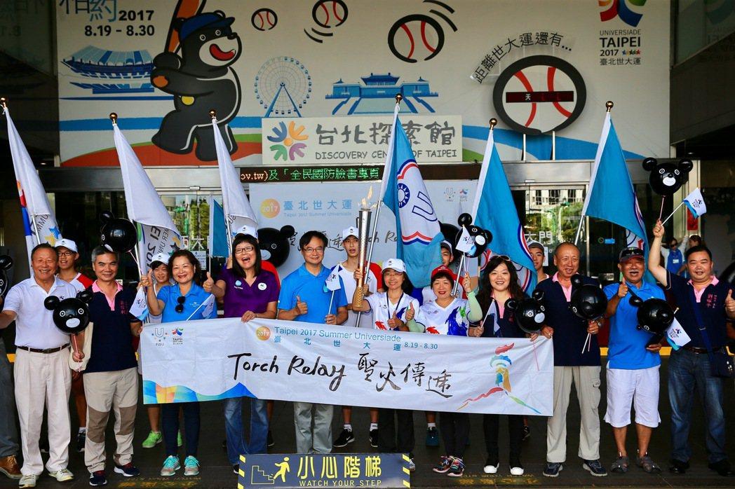 世大運開幕日近在眼前,聖火傳遞全台後回到台北。世大運手冊中以「中華台北」代表台灣...