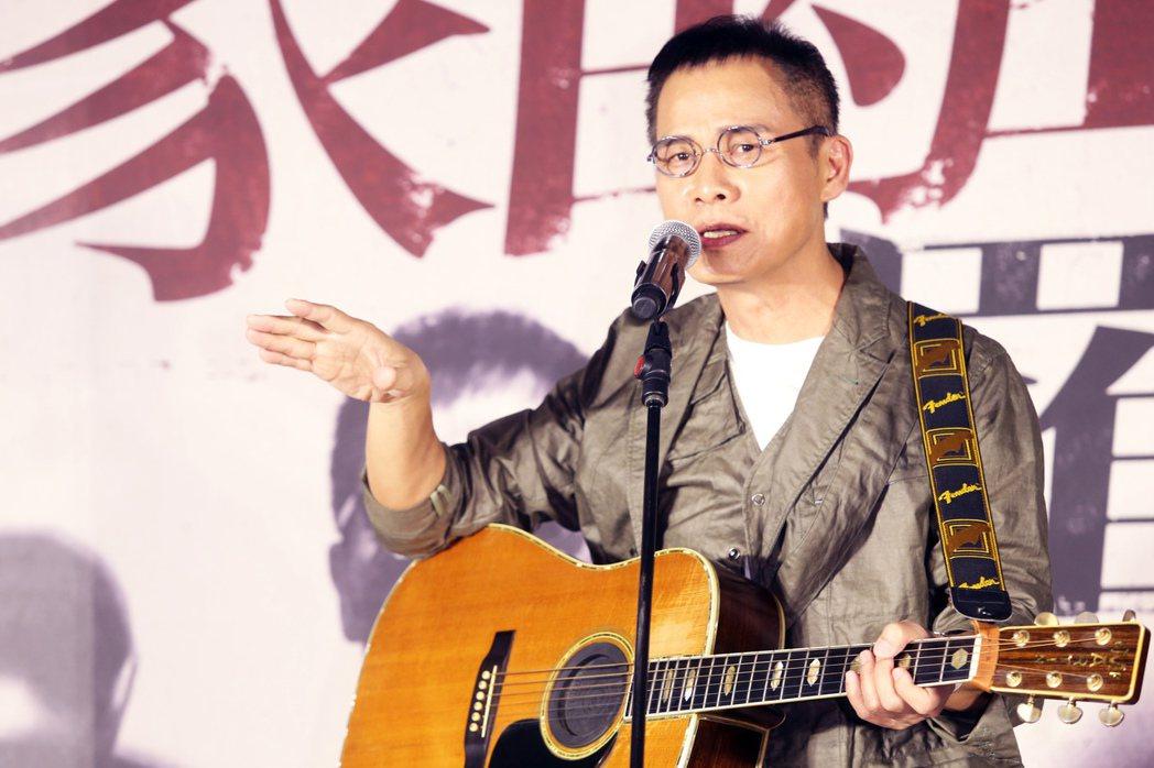 羅大佑演唱創作歌曲為演唱會宣傳。記者徐兆玄/攝影