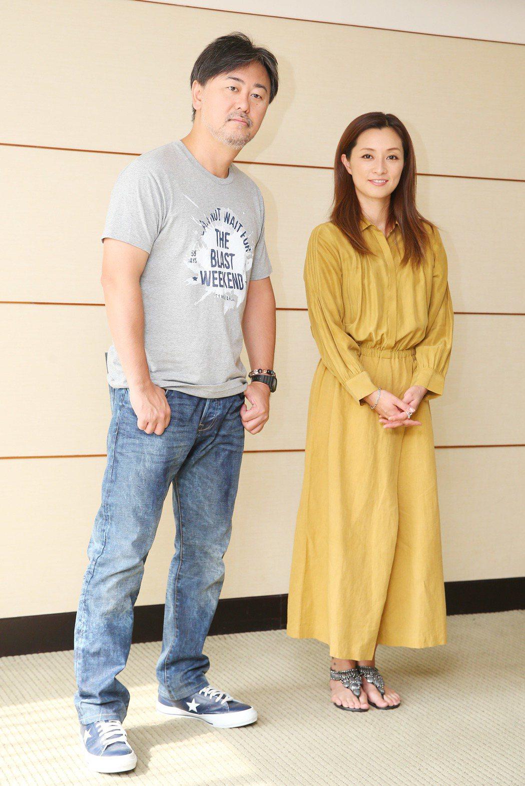 Do As Infinity大無限樂團主唱伴都美子(右)、吉他手大渡亮(左)接受...