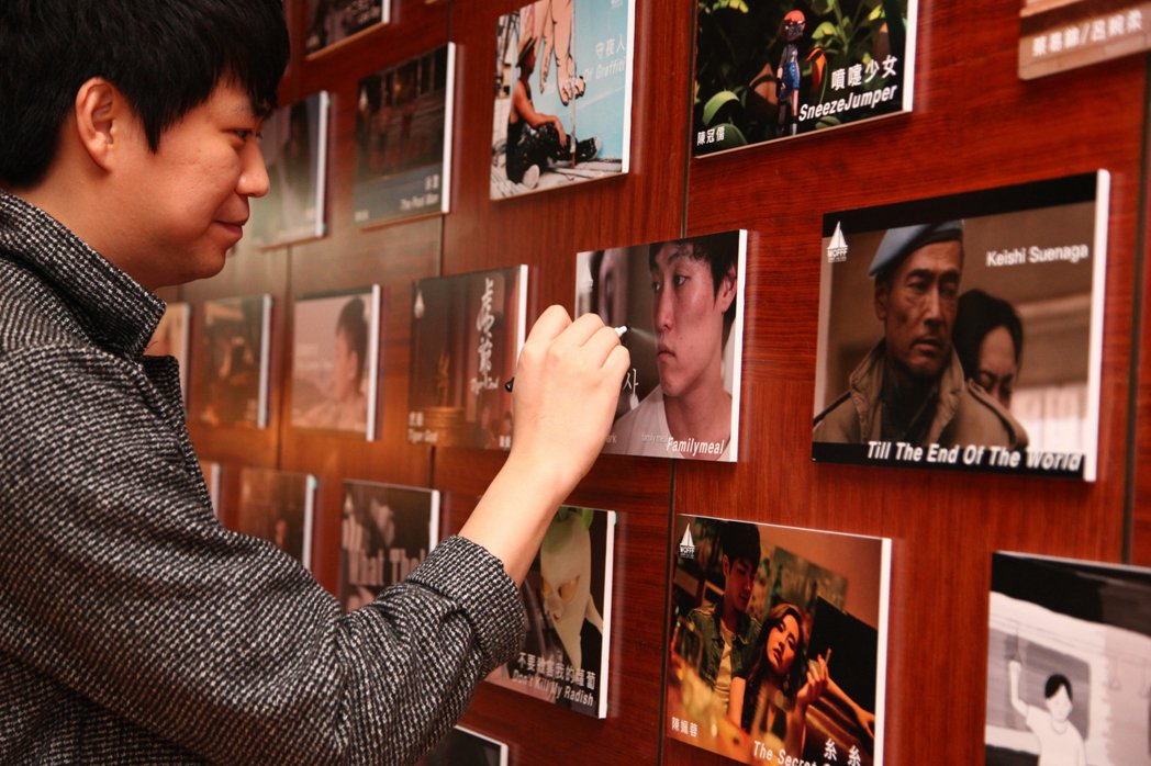 2016影展劇照牆,韓國導演Soo-min Park簽名。 本方產業/提供