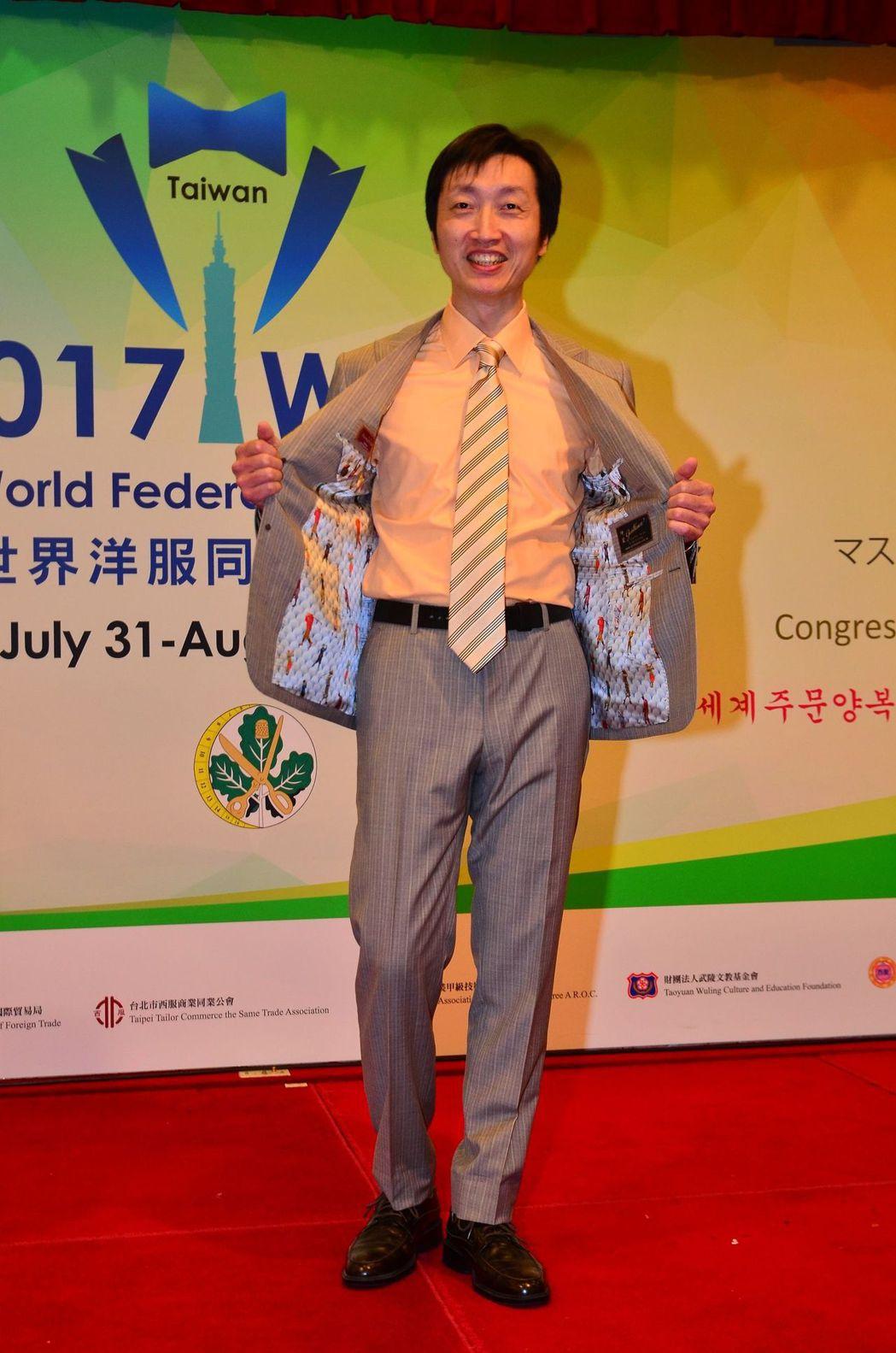 紳裝設計師陳勇任作品獲得評審完美的讚譽奪下男裝世界金牌。 紳裝/提供