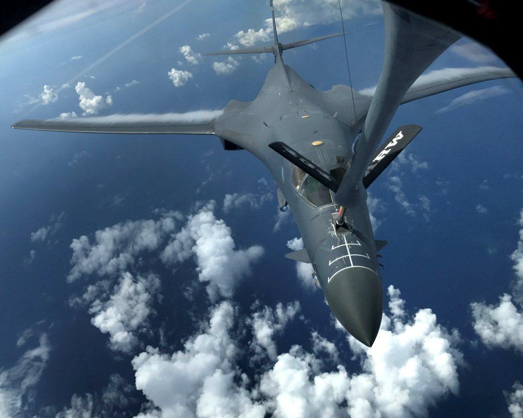 美軍B-1B隱形轟炸機連日演練,從關島直飛朝鮮半島。路透