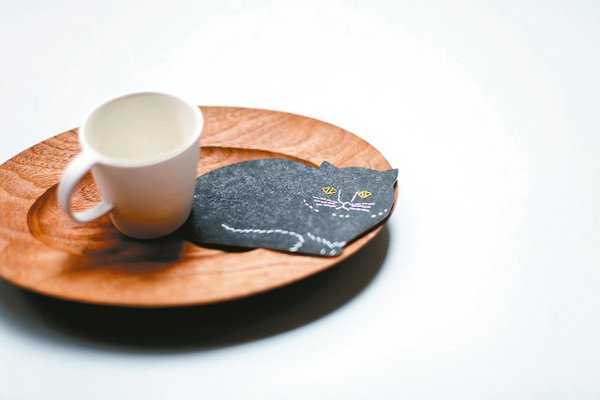 トモタケ 凸版印刷紙杯墊 (貓型)。