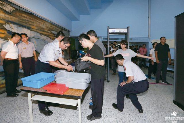 因應臺北世大運,警方將啟動高規格的安檢措施,務求維安滴水不漏。
